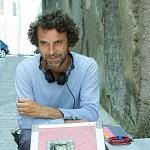 """Eric Lartigau, cinéaste, sur le tournage de """"L'Homme qui voulait vivre sa vie"""", Corse, août 2010."""