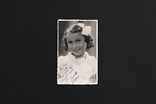 Photo datant des années 30 reçue par Fernanda de sa demi-soeur inconnue