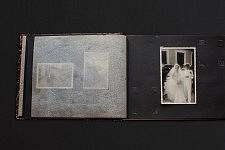 Vieil album avec la photo de mariage de Fernanda