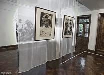 Le rideau des fantasmes : deux petites soeurs sous un calque