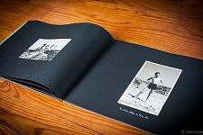 """Photo de vacances de Fernanda et de son fils Guilherme dans le livre """"Accepte-le, Un Album portugais 1919-1979"""" de Céline Gaille"""