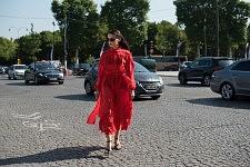 Evangelie Smyrniotaki, fashion influencer on her way to Chanel runway show, at Grand-Palais, July 4th 2017.Evangelie Smyrniotaki, fashion influencer, se rendant au défilé Chanel, le 4 juillet 2017 au Grand-Palais.