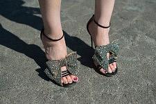 Glam shoes, detail of a woman before the Chanel runway show, July 4th 2017. Chaussure Glam, détails d'une femme avant le défilé Chanel le 4 juillet 2017.