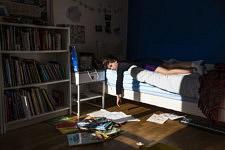 Mon fils boude dans sa chambre après une dispute avec son père pour une histoire de console de jeux vidéo.