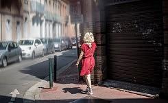 Young woman wearing red walking in a street, Toulouse, June 2017.Jeune femme en rouge marchant dans la rue, Toulouse, Juin 2017.