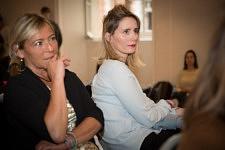 Portrait de femmes écoutant les intervenants de la Plénière