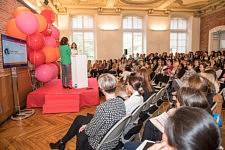 Anne-Cécile Sarfati, journaliste et Rédactrice en chef de Elle magazine et Laurence Arribagé, adjointe au maire de Toulouse, pendant la Plénière devant le public
