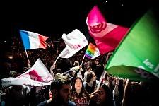 Young Socialists and their flags before the meeting of Benoit Hamon in Toulouse, April 18th, 2017. Les Jeunes Socialistes agitant leurs drapeaux avant le meeting de Benoit Hamon à Toulouse, le 18 avril 2017.