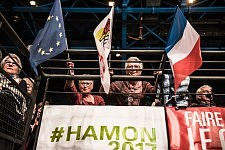 Two supporters of Benoit Hamon, the socialist candidate at the 2017 french presidential election before his meeting in Toulouse, Apris 18th.Deux sympathisants de Benoit Hamon, candidat socialiste à l'élection présidentielle 2017 avant son meeting à Toulouse, le 18 avril.