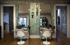 Hairstyle room. Pièce de la coiffure.