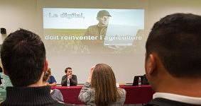 Screen during the presentation of Hervé Pillaud, Farmer author speaker, Toulouse, December 2017. Ecran pendant l'intervention d'Hervé Pillaud,  Agriculteur Auteur Conférencier, Toulouse, Décembre 2017.