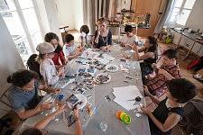 Atelier La Ville Imaginaire animé l'artiste Catherine Van den Steen, Ateliers d'été de l'Association La Source au Centquatre, à Paris, en 2011.