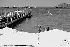 Actress Elle Fanning on the private beach of Martinez Hotel, First day of the Cannes Film Festival 2017. L'actrice Elle Fanning sur la plage du Martinez, le premier jour du Festival de Cannes 2017.