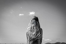 Long blond hair of a woman seen from the back looking at the sky, Croisette, Cannes, May 2017. Longue chevelure blonde d'une femme vue de dos, qui regarde le ciel, Croisette, Cannes, Mai 2017.