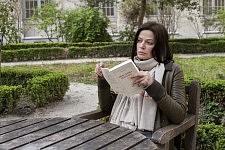 Marianne Denicourt entre deux prises à l'ENS sur le tournage de Notre Monde de Thomas Lacoste, 2012.