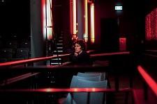 Irina Lubschantsly directrice de la photographie sur le tournage de Notre Monde à la Maison des Métallos, 2012.