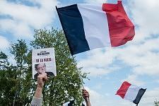 French flags and poster of Jean-Luc Mélenchon held in the sky, during his meeting in Toulouse, April 16th, 2017.Drapeaux Français et une affiche de Jean-Luc Mélenchon flottant le ciel, pendant son meeting à Toulouse, 16 avril 2017.
