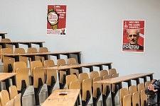 The Amphitheater 9 is getting ready to welcome Philippe Poutou, Université du Mirail, Toulouse France.L'Amphi 9 se prépare à recevoir Philippe Poutou, Université du Mirail, Toulouse.