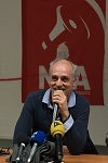 Philippe Poutou speaking in a political meeting at Université du Mirail, Toulouse, Feb. 24, 2017.Philippe Poutou prenant la parole dans un meeting politique à l'université du Mirail, TOulouse, le 24 février 2017.