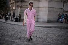 Ricky Van Gils before a fashion show outside le Grand Palais, June 23, 2017. Ricky Van Gils pendant la semaine de la mode Homme, avant un défilé, devant le Grand Palais, le 23 juin 2017.
