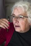 Mireille Becchio is solving a few urgent things of her to-do-list for the association from home.  Mireille Becchio résoud quelques affaires urgentes inscrites pour l'association sur sa liste de choses à faire depuis chez elle.