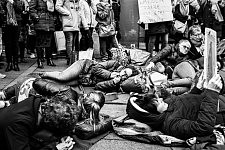 Activists from Toulouse lying on the street like homeless people  to denounce the french law regarding the women who have no more home after their departure for domestic violence. Militantes de Toulouse, couchées à même la rue pour dénoncer la loi française concernant les femmes qui sont sans toit après être parties de leur domicile pour cause de violence conjugale.