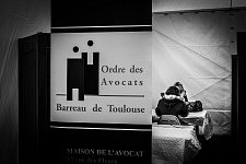 Inside the tent of the international day for the fight against the violence towards women, the lawyers stall. A l'intérieur de la tente de la journée internationale du combat contre les violence faites aux femmes, le stand de l'ordre des avocats, Barreau de Toulouse;