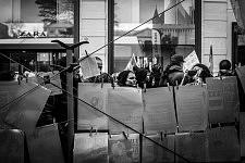 From the tent, women looking at the graphic political posters showing the fight against the violence towards women. Depuis la tente, femmes lisant les panneaux politiques et graphiques montrant la lutte contre les violences faites aux femmes.