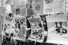 Outside the tent, graphic political posters showing the fight against the violence towards women. A l'extérieur de la tente, les panneaux politiques et graphiques montrant la lutte contre les violences faites aux femmes.