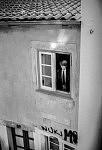 Un homme à sa fenêtre, Coimbra, 2015.
