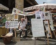 Bernard sur le stand du Collectif Montbrun pour la solidarité envers les migrants, Juillet 2019