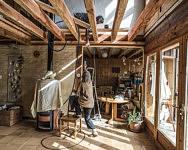 Travaux dans la maison tout en matériaux naturels chez Véronika et Roberto, Cap de la Goutte, Octobre 2019