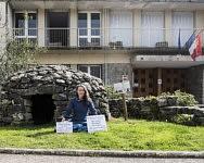 Medit'action pour Julie, experte certifiée yoga Lu Jong, venue des Alpes Italiennes en famille s'installer dans un lieu dit Cap del Pouech au Mas d'Azil, Mars 2021.
