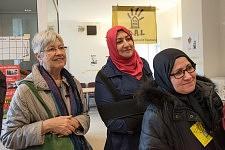 An activist of Dal and two residents listening to Philippe Poutou in the dermatological building of Hopital de la Grave, Tolouse, Feb. 24 2017.Une militante du Dal et deux résidentes écoutant Philippe Poutou au bâtiment de dermatologie de l'hopital de la Grave, Toulouse, 24 février 2017.