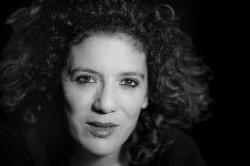 Elsa Dorlin, Elsa Dorlin est philosophe professeure à l'Université Paris 8, membre du réseau féministe NextGenderation, ses recherches portent sur la philosophie politique et sur la pensée foucaldienne, l'histoire des sciences biologiques et médicales, la queer theory, les études sur le genre et la sexualité et les études post-coloniales.