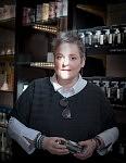 Manager of L'autre Parfum store, Toulouse, France, April 2017. Directrice du magasin L'Autre Parfum à Toulouse, avril 2017.