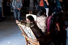 Petite fille Rom pendant la Journée sur l'exclusion des Roms et contre le racisme d'état à la Maison de l'Arbre à Montreuil, septembre 2010.