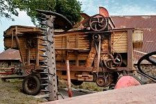 The old combine harvester, Saint-Martin Cantalès, 2009. La vieille moissonneuse batteuse, Saint-Martin Cantalès, 2009.