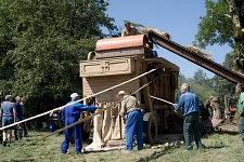 Bringing back to life a vintage machine, Saint-Martin Cantalès, 2009. Remise en route de la Moissonneuse batteuse de Pierre Claux, Août 2009