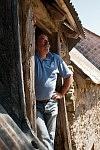 Alain, a son of Pierre Claux ready to throw the corn onto the machine, Saint-Martin Cantalès, 2009. Alain, un fils de Pierre Claux, prêt à envoyer les bottes de foin dans la vieille moissonneuse batteuse, Saint-Martin Cantalès, 2009.