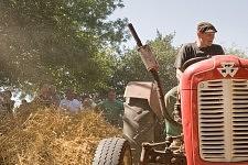 Marc Chambon, the new owner of the machine, driving an old tractor, Saint-Martin Cantalès, 2009. Marc Chambon, le nouveau propriétaire de la machine, au volant d'un vieux tracteur, Saint-Martin Cantalès, 2009.
