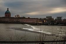 View of the River Garonne and Old Hospital of La Grave, Toulouse, 2016.Vue de la Garonne et de l'ancien hôpital de la Grave, Toulouse, 2016.