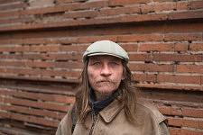 Portrait of a blue eyed man  begging and saying he is a poet in a street of Toulouse, February 2017. Portrait d'un homme aux yeux bleu qui se dit poète et fait la manche à Toulouse, Février 2017.