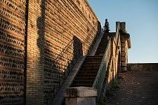 The stairs to the Pont des Catalans, Toulouse, at sunset beginning of December 2016. Les escaliers menant au Pont des Catalans, au coucher du soleil, Toulouse, début décembre 2016.