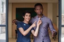 Portrait de deux participants au cours de danse contemporaine donné chez JRS dans le cadre des ateliers d'été, Paris, Juillet 2017.